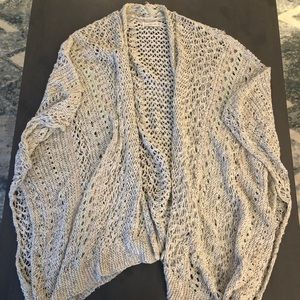 Abercrombie and Fitch shrug